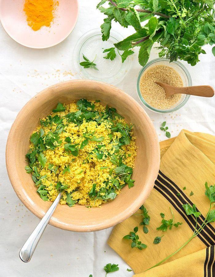 Couscous express au curcuma et aux herbes