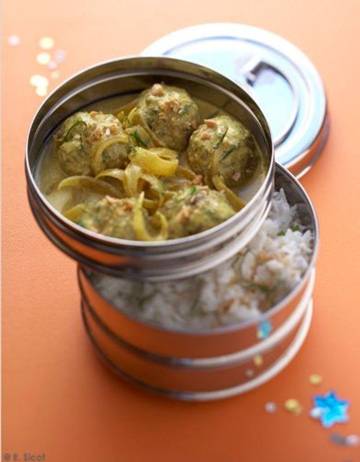 Curry de boulettes de boeuf et riz pilaf