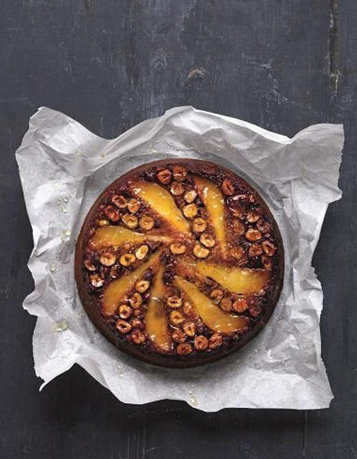 Gâteau renversé poires, miel et noisettes