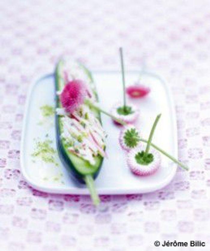 Mini-concombres rémoulade radis et pâquerettes pompon