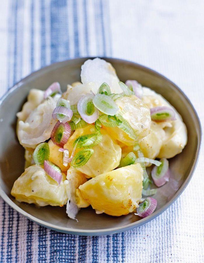 Salade de pommes de terre, oeufs et mayo blanche aux herbes