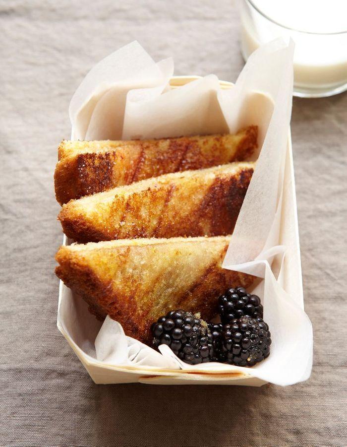 Sandwiches toastés aux mûres