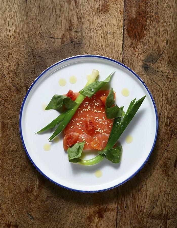 Saumon gravlax, poireaux et oseille
