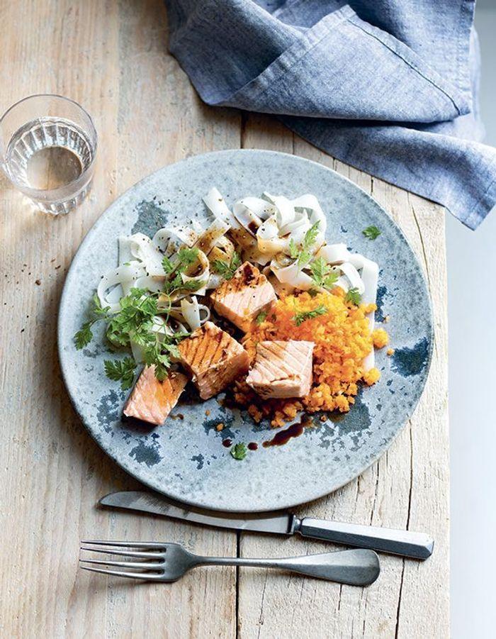 Saumon mi-cuit, carottes et nouilles de riz Thermomix