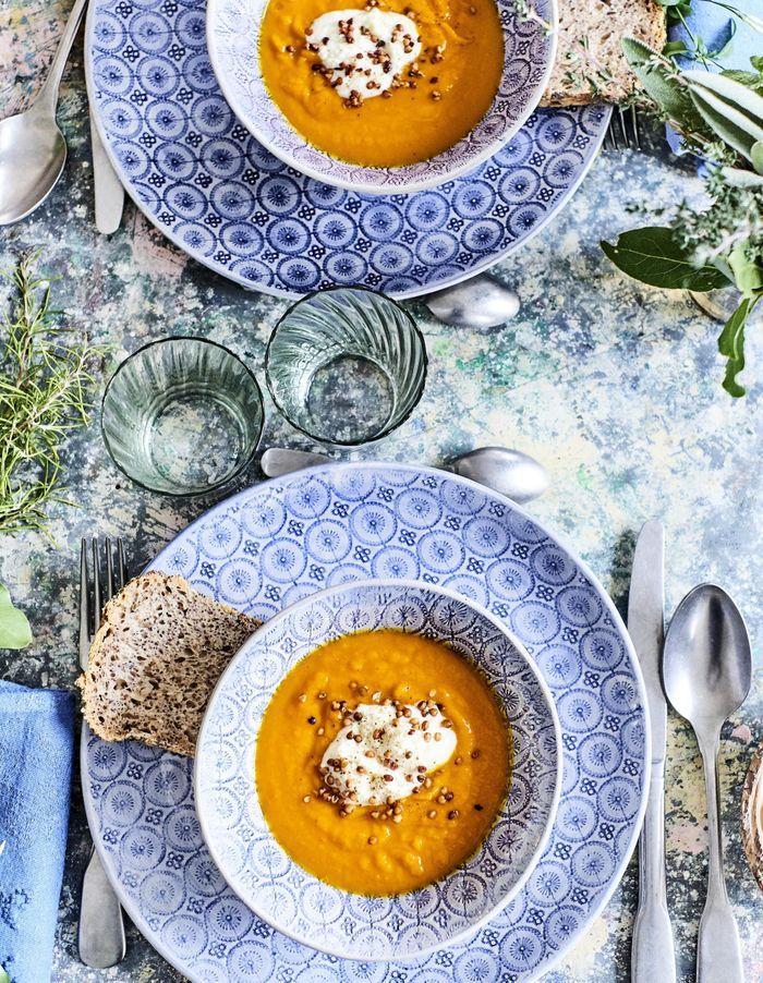 Soupe de potimarron, mousse de chèvre frais, grains de sarrasin toastés