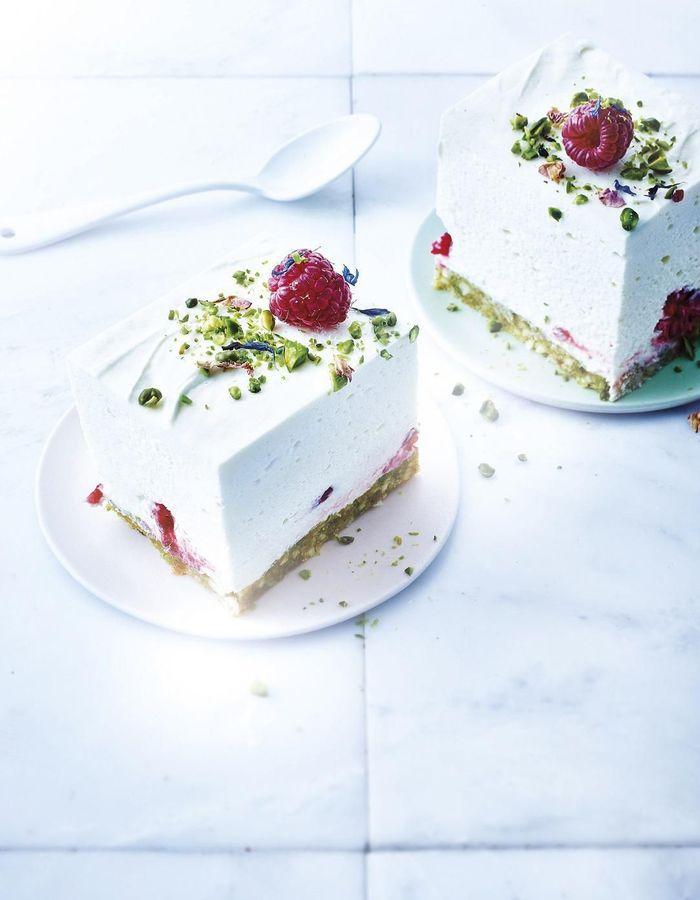 Cheesecake sans cuisson au chocolat blanc, pistaches et framboises