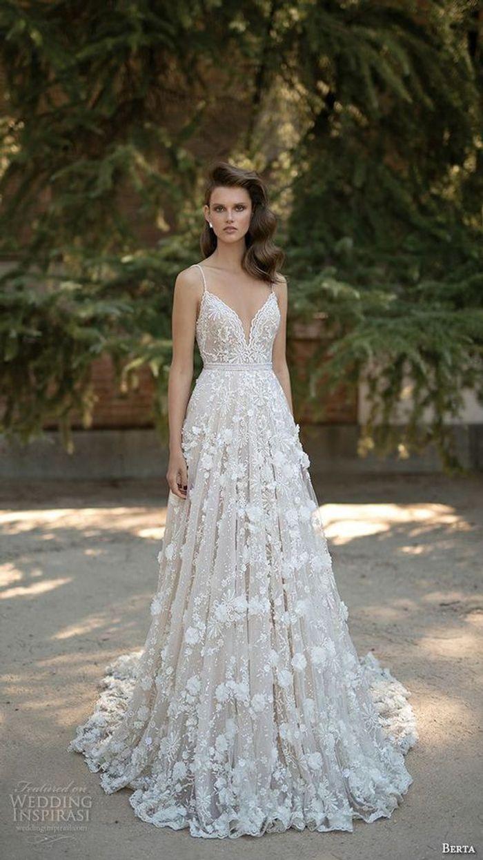Robe de mariée princesse à fines bretelles
