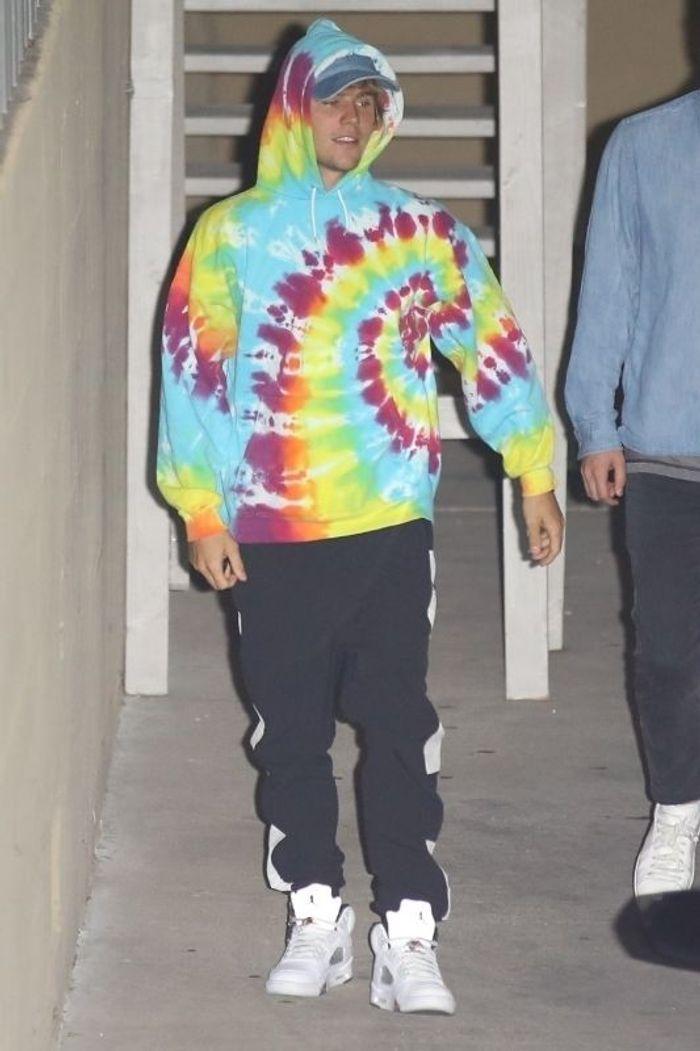 Justin Bieber en sweat psychédélique