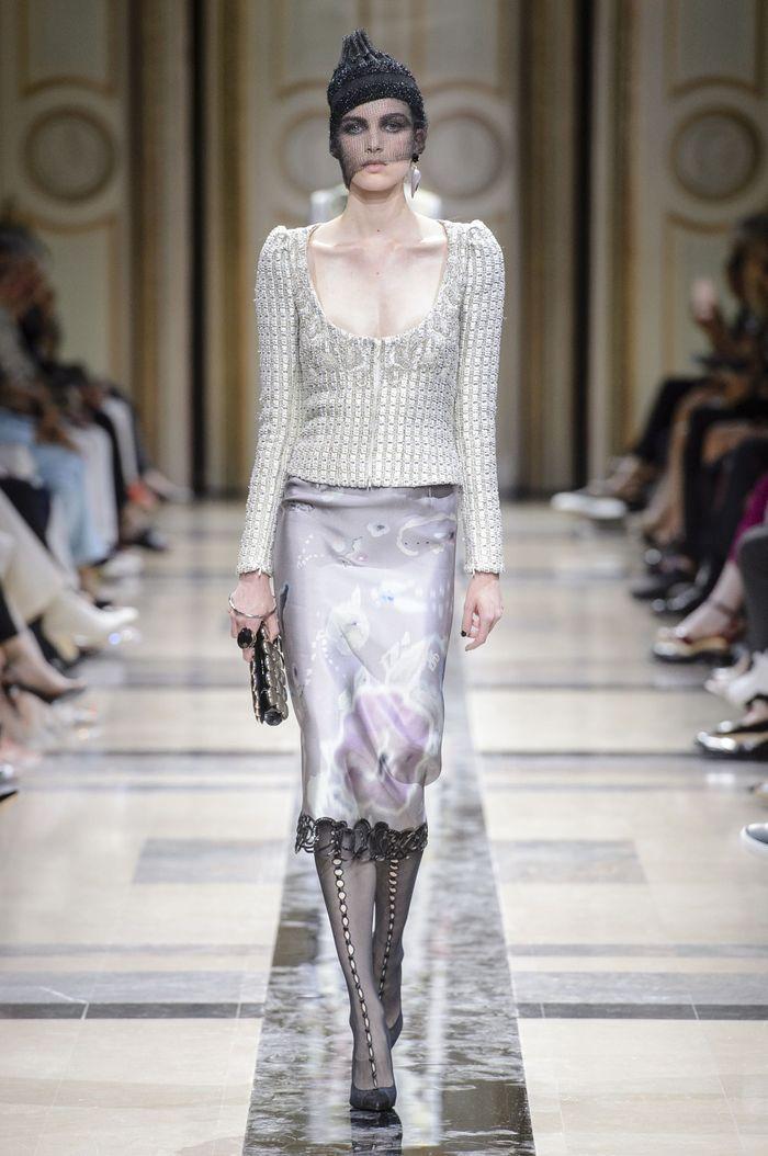 74b8b3159a33f1 Défilé Giorgio Armani Haute Couture Automne-Hiver 2017-2018 - Paris ...