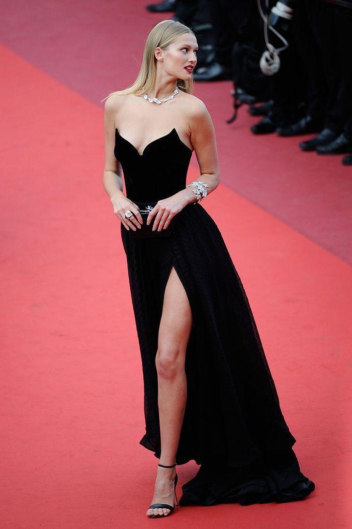 La robe fendue de Toni Garrn