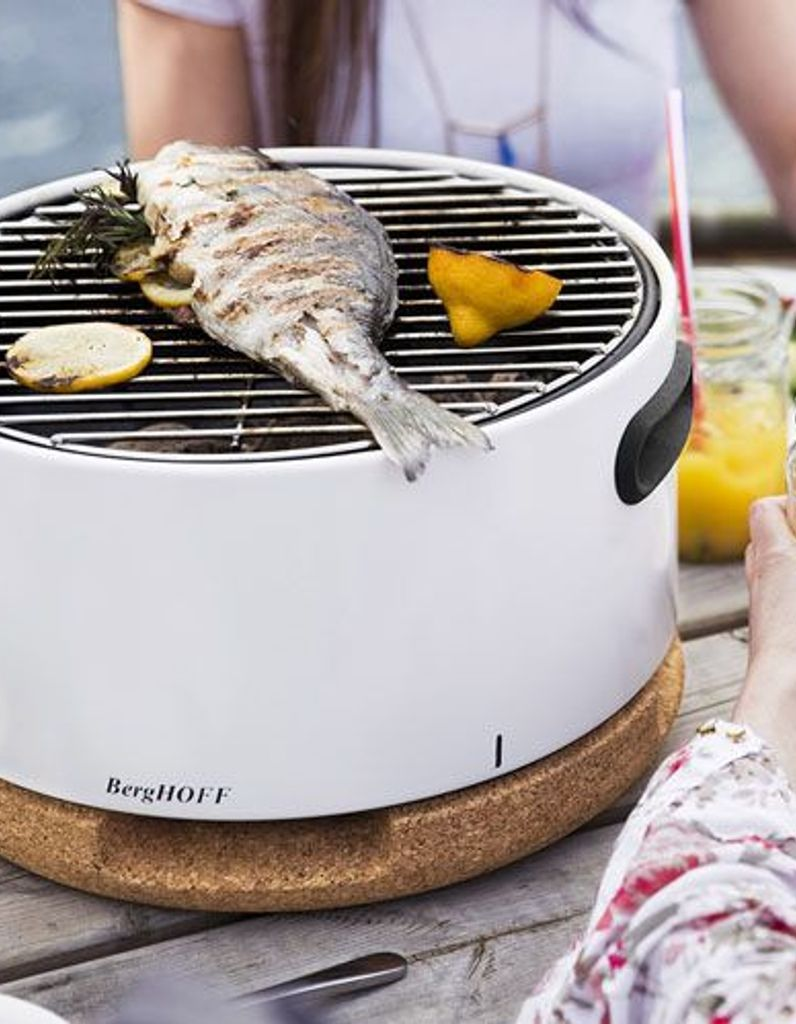 Barbecue nomade transportable de couleur blanc