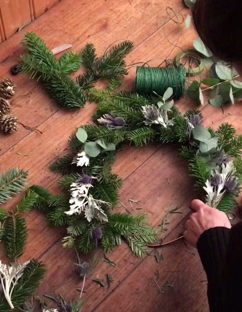 Couronne De Porte Noel Design diy : réalisez une couronne de noël chic et tendance - elle