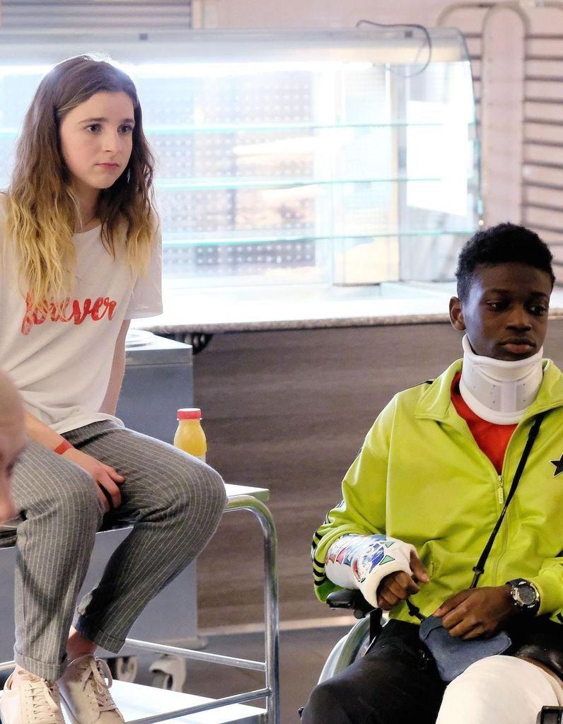 mode attrayante nouveaux articles Bons prix Les Bracelets rouges : et si Sarah revenait dans la saison 2 ...