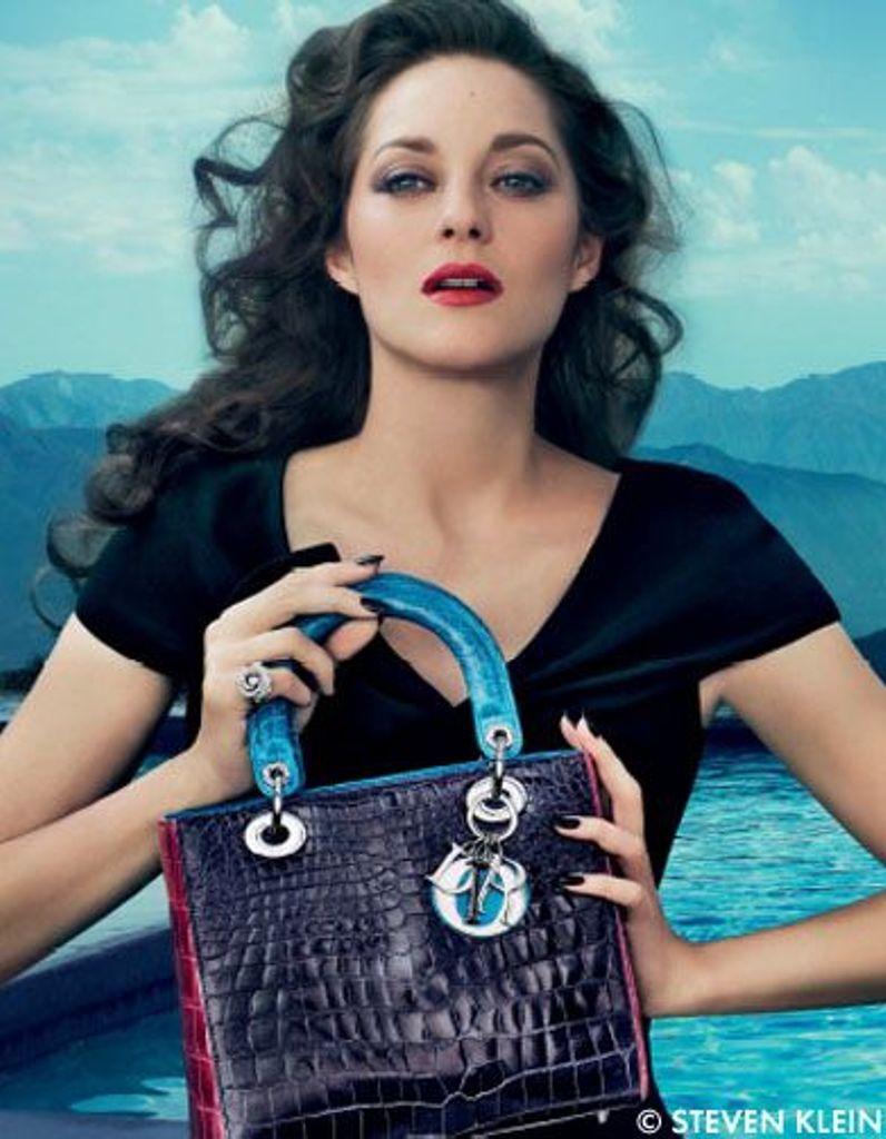 Marion Cotillard très glamour pour le nouveau sac Lady Dior - Elle