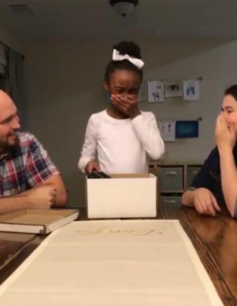 Vous Allez Adorer La Reaction De Cette Petite Fille Quand Elle Decouvre Son Cadeau D Anniversaire Elle