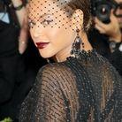 Beyoncé et son chignon bas surmonté d'une voilette