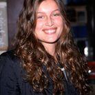 Les cheveux bouclés de Laetitia Casta en novembre 1999