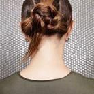 Coiffure cheveux mouillés chignon tressé