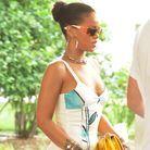 Rihanna porte un messy bun
