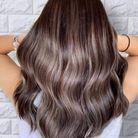 Ash brown sur cheveux ondulés