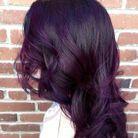 Cheveux violets foncés