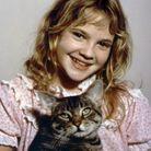 Drew Barrymore et ses cheveux lâchés en 1984