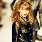 Kate Moss et sa chevelure retro en 1995