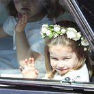 Charlotte, le 19 mai 2018, avec sa couronne de fleurs au mariage de Meghan et Harry