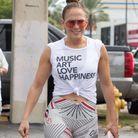 Jennifer Lopez forte la coiffure cool du moment
