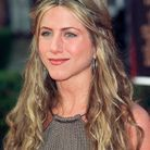 La chevelure ondulée de Jennifer Aniston en 2000