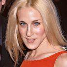 Sarah Jessica Parker blonde platine cheveux lissés en janvier 2001