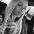 La micro-frange d'Ariana Grande
