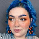 Matching eyebrows:cheveux