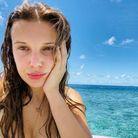 Millie Boby Brown au bord de la mer sans maquillage