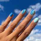 Manucure Yin et Yang bleu