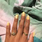 Vernis à ongles jaune marbré