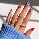 checkered nails rouge et bleu
