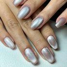 La manucure velvet nails argentée