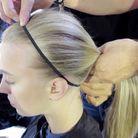 3-Nouer un élastique noir sur le devant en maintenant les cheveux bien tirés