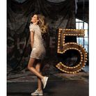 Gisele Bündchen en robe et baskets Chanel Haute Couture Printemps-été 2014