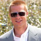 Brad Pitt et ses larges lunettes en 2004