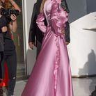 La robe rose satinée de Rose Bertram
