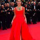 Lala Rudge en robe rouge au Festival de Cannes