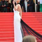 Bella Hadid sur les marches de Cannes