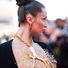 Le chignon couture de Bella Hadid