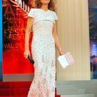 Isabelle Huppert en longue robe blanche au Festival de Cannes