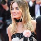 Le make-up gris perle de Margot Robbie