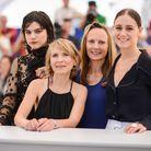"""Les réalisatrices Delphine et Muriel Coulin et les actrices Ariane Labed et Soko à la première de """"Voir du Pays"""""""