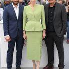 Jake Gyllenhaal (en Brioni), Tilda Swinton et Bong Joon-Ho présentent le film Okja à Cannes