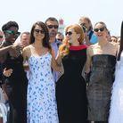 Les femmes du casting accompagnées du réalisateur Simon Kinberg